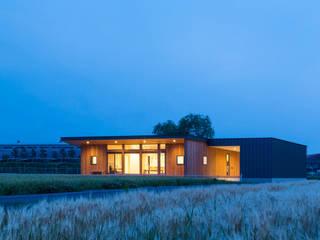 Casas estilo moderno: ideas, arquitectura e imágenes de 株式会社プロトハウス事務局 Moderno
