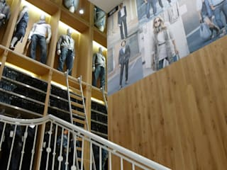 WE Fashion Skandinavische Geschäftsräume & Stores von Studio Thörnblom Skandinavisch