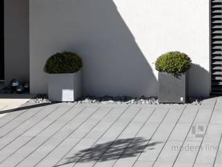 Nowoczesne nawierzchnie z betonu Nowoczesny balkon, taras i weranda od Modern Line Nowoczesny
