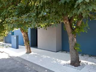 Nowoczesne nawierzchnie z betonu: styl , w kategorii Ściany zaprojektowany przez Modern Line