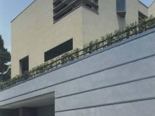 株式会社 高井義和建築設計事務所 Casas de estilo asiático