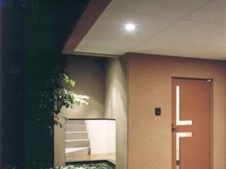 株式会社 高井義和建築設計事務所 Pasillos, vestíbulos y escaleras de estilo asiático