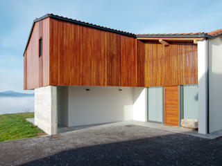 Country style house by RUBIO · BILBAO ARQUITECTOS Country Wood Wood effect