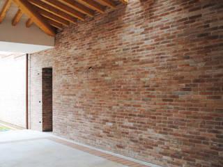 RESIDENZA E STUDIO MEDICO Case moderne di Studio Architetto Grella Moderno
