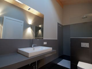 Salle de bains de style  par RUBIO · BILBAO ARQUITECTOS,