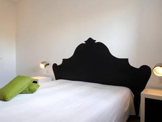 CASA OC: Camera da letto in stile  di Laboratorio di Progettazione Claudio Criscione Design