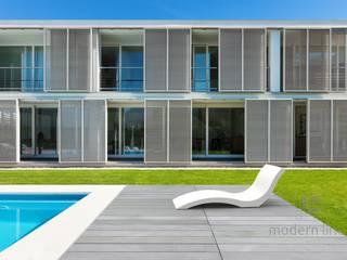 Leżak, szezlong z betonu Nowoczesny balkon, taras i weranda od Modern Line Nowoczesny