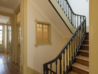 Corridor & hallway by Inês Pimentel Arquitectura