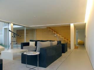 Sala de estar: Salas de estar  por João Laranja Queirós