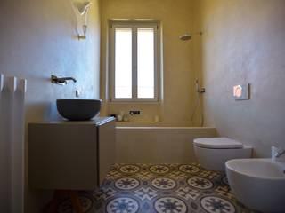 Bathroom by K.B. Ristrutturazioni, Classic Tiles