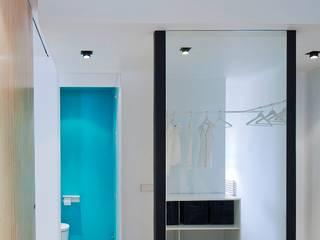 apartamento en edificio manigua Vestidores de estilo minimalista de Esteban Rosell Minimalista
