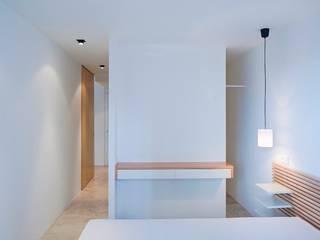 apartamento en edificio manigua Dormitorios de estilo minimalista de Esteban Rosell Minimalista