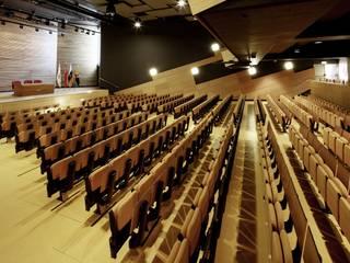 Paneles acústicos Auditorio Alfredo Kraus SPIGOGROUP Salas multimedia de estilo moderno