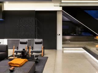 House in Kloof Road 现代客厅設計點子、靈感 & 圖片 根據 Nico Van Der Meulen Architects 現代風