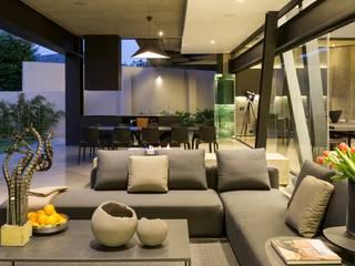 House in Kloof Road 根據 Nico Van Der Meulen Architects 現代風