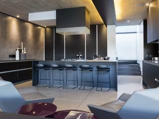 مطبخ تنفيذ Nico Van Der Meulen Architects