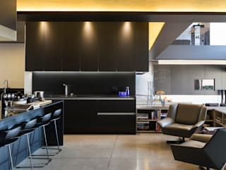 House in Kloof Road 現代廚房設計點子、靈感&圖片 根據 Nico Van Der Meulen Architects 現代風