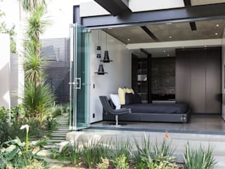Bedroom by Nico Van Der Meulen Architects