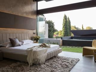 House in Kloof Road Modern style bedroom by Nico Van Der Meulen Architects Modern