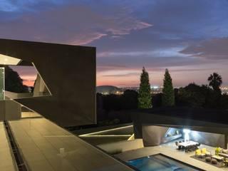 House in Kloof Road 現代房屋設計點子、靈感 & 圖片 根據 Nico Van Der Meulen Architects 現代風