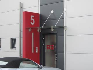 MikroFORUM | Schlüsselfertigbau Moderne Häuser von Burgey Bau GmbH Modern