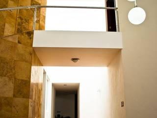 Casa Habitación - T.I Pasillos, vestíbulos y escaleras modernos de MATE - ARQUITECTOS Moderno