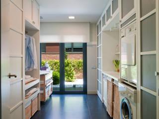 Planchador con salida al jardín: Cocinas de estilo  de DEULONDER arquitectura domestica