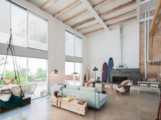 'Rehbailitacion edificio en Gracia' Comedores de estilo moderno de lluiscorbellajordi Moderno