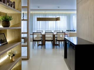 Sala da pranzo in stile in stile Moderno di Pestana Arquitetura Concept