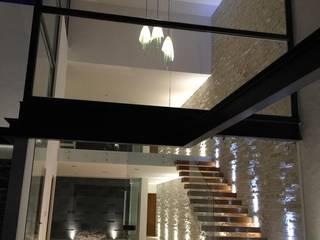 Pasillos, vestíbulos y escaleras modernos de SANTIAGO PARDO ARQUITECTO Moderno