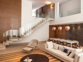 Living room by Márcia Carvalhaes Arquitetura LTDA.,