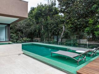 Albercas modernas de Márcia Carvalhaes Arquitetura LTDA. Moderno