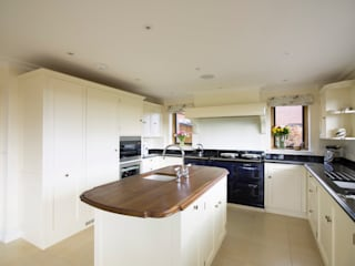 Guildford painted kitchen designed and made by Tim Wood by Tim Wood Limited Кантрi