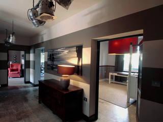2kul INTERIOR DESIGN Eclectic style corridor, hallway & stairs Grey