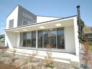 合同会社 栗原弘建築設計事務所 Casas de estilo moderno Metal Blanco