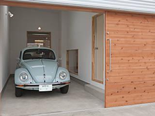 Garajes modernos de 株式会社デザインスタジオ麦工房 Moderno
