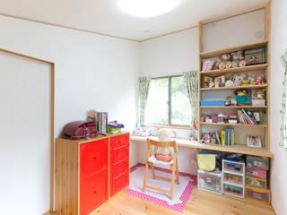 Dormitorios infantiles de estilo moderno de 株式会社 atelier waon Moderno