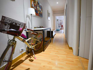 Modern Corridor, Hallway and Staircase by Studio Fori Modern