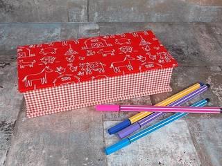 Rotes Stiftekästchen mit Tieren:   von scatoli