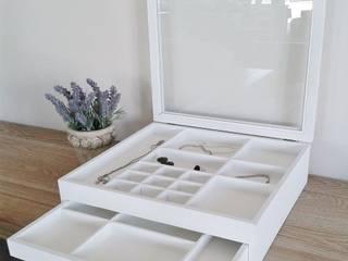 Rustikaler Schmuckkasten Nähkasten Holzbox antikweiss von Homestyle & Garden Landhaus