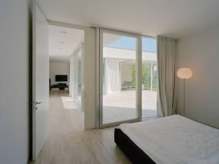 Modern Bedroom by DREER2 Modern