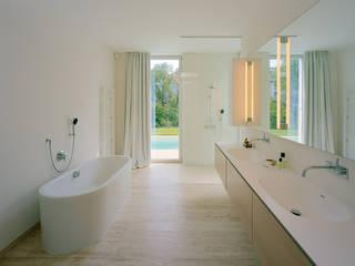 Modern Bathroom by DREER2 Modern