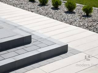 Nowoczesne nawierzchnie z betonu - taras i ogród Nowoczesny balkon, taras i weranda od Modern Line Nowoczesny
