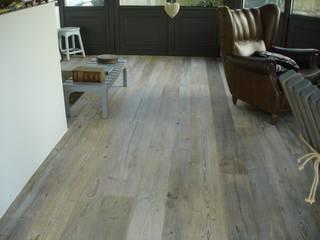Pavimenti in legno Pareti & Pavimenti in stile minimalista di Il Noce Srl Minimalista