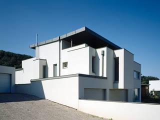 HAUS AM HANG Moderne Häuser von DREER2 Modern