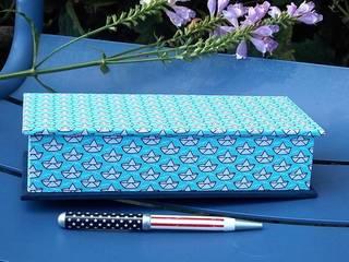 Stiftekästchen Hellblau mit Papierbooten:   von scatoli