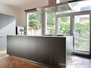 Modern kitchen by choc studio interieur Modern
