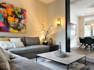 Гостиная в стиле модерн от choc studio interieur Модерн