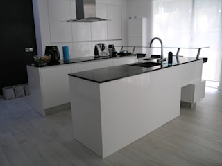 modern Kitchen by Cenariwood