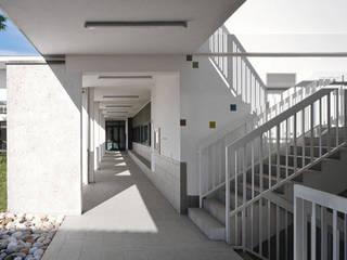 NUOVO CENTRO CIVICO A LISCATE: Case in stile  di Arco Associati srl